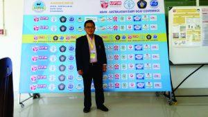 Dr Gatot Ciptadi yang mewakili Riset Group Bankselgamet Fakultas Peternakan UB