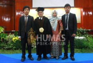 Prof. Gatot Ciptadi bersama keluarga