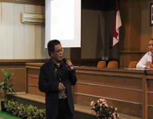 Prof Dr,Ir. Gatot Ciptadi, DESS, IPU melakukan presentasi di seminar nasional FKH Udayana. 2019.