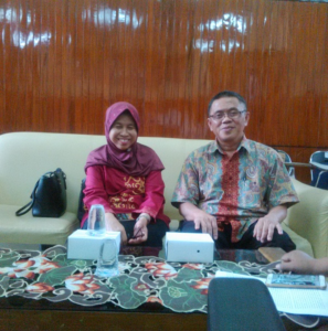 DIKUKUHKAN : Dua Guru Besar yang akan dikukuhkan. Dari kiri ke kanan, Prof Dr Ir Gatot Ciptadi DESS dan Prof Dr dr Nurdiana MKes. (duta.co/dedik ahmad)